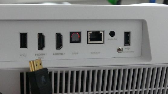 CInemaX-P2 Optoma aansluitingen achter